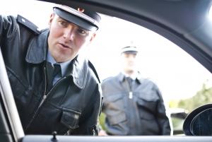 Freundschaftsdienst Autoverleih: Strafzettel mit der Herausgabe der Zulassungsbescheinigungen umgehen