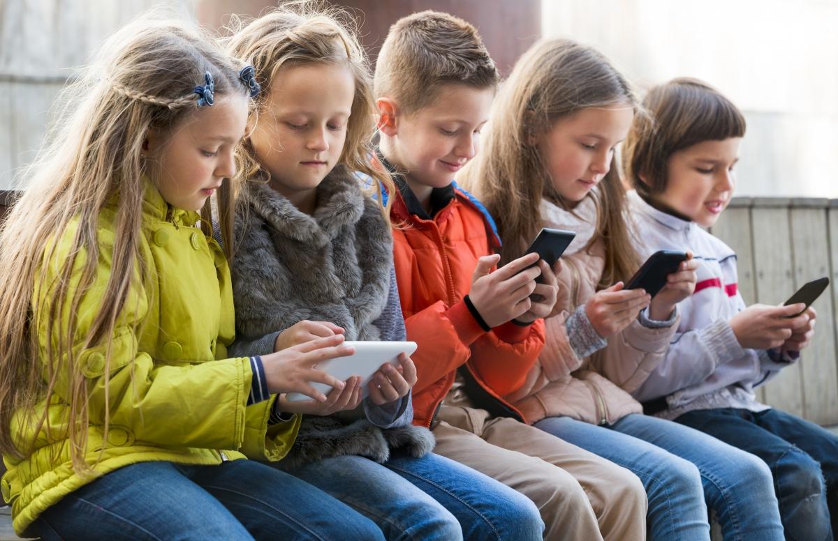 Gesund leben trotz Smartphone: Stiftung Gesundheit sprach mit Autor und Professor Gerald Lembke
